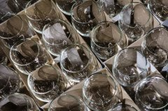 How to Pack Wine Glasses (The Easy Way)